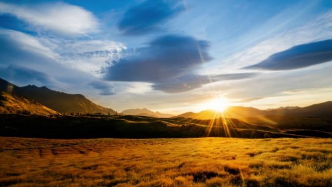 paysage_au_couche_de_soleil_attrayant