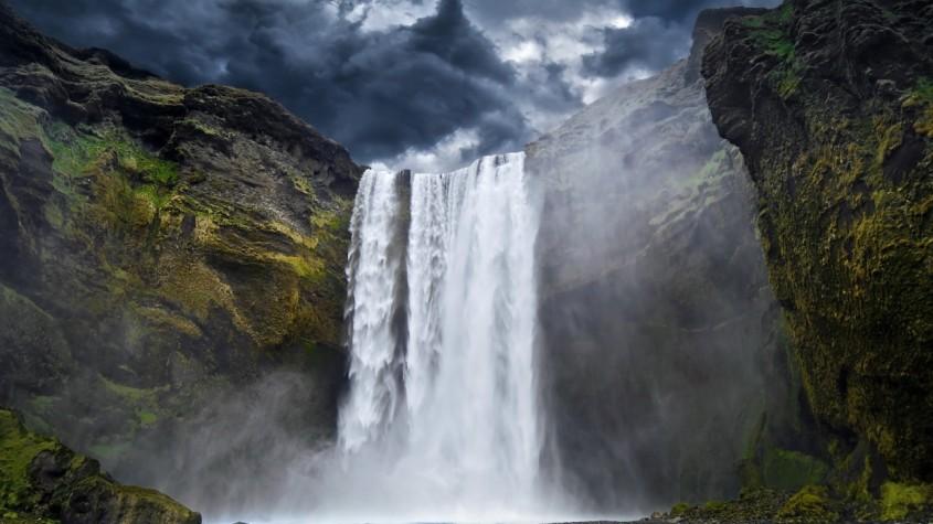 sublime_chute_dans_les_montagnes